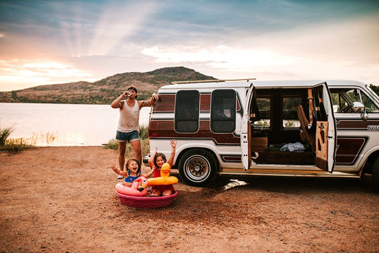 Family photography, father with daughters next to a VW van