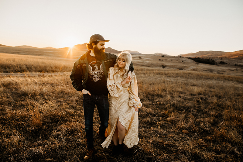 Family Photography. couple holding each other in a grassy field